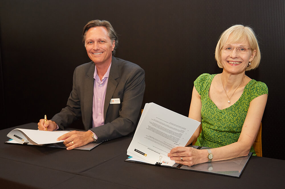Telethon Kids Director Professor Jonathan Carapetis and Curtin University Vice-Chancellor Professor Deborah Terry sign the agreement